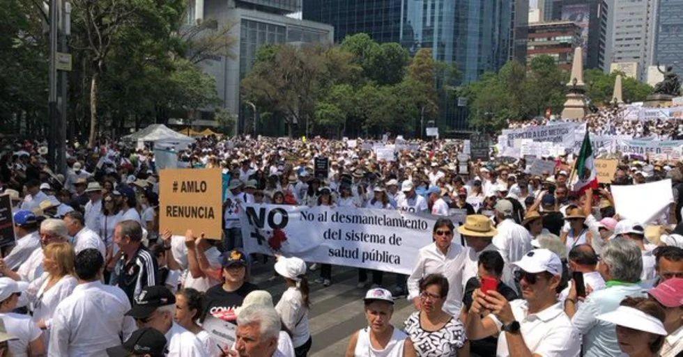 Oposición en la CDMX exigen la renuncia de AMLO