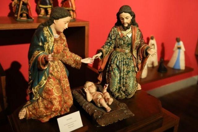 Inauguran monumentan exposición de La Sagrada Familia con arte navideño de 7 países