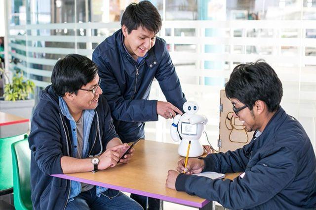Crean el primer robot interactivo que trata a niños con autismo en Perú