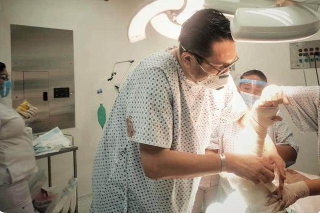 Médico enfermo atiende paciente de urgencia tras sufrir un grave accidente en Tabasco