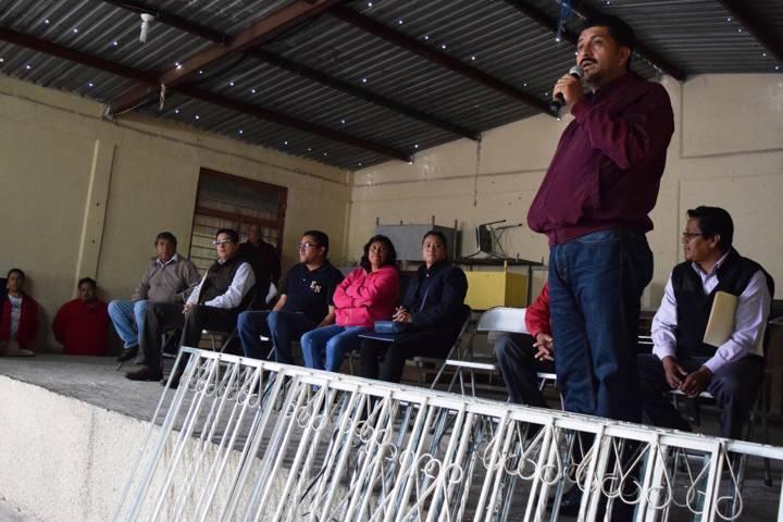Logran acuerdo para reiniciar clases en Primaria Xicohténcatl de Tezoquipan