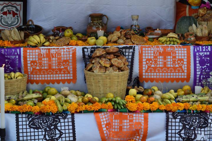 Con concurso de ofrendas celebran Día de Muertos en Panotla