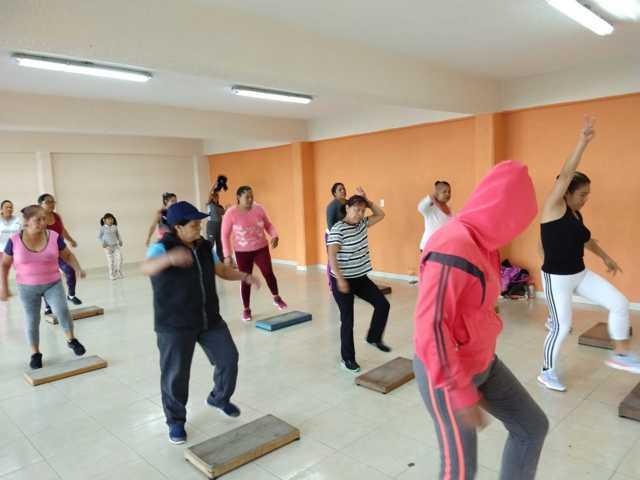 Alcalde impulsa las clases de Zumba para mejorar la calidad de vida