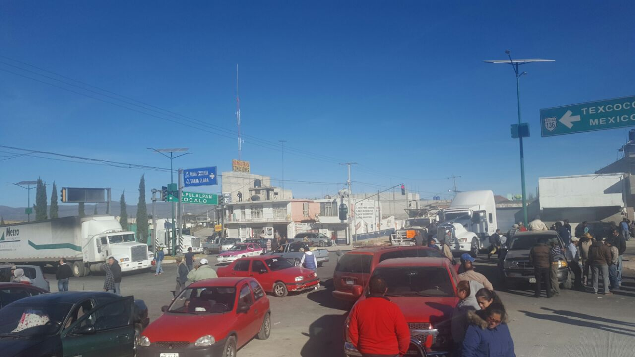 Cumplen transportistas dos días de bloqueos en 4 puntos carreteros
