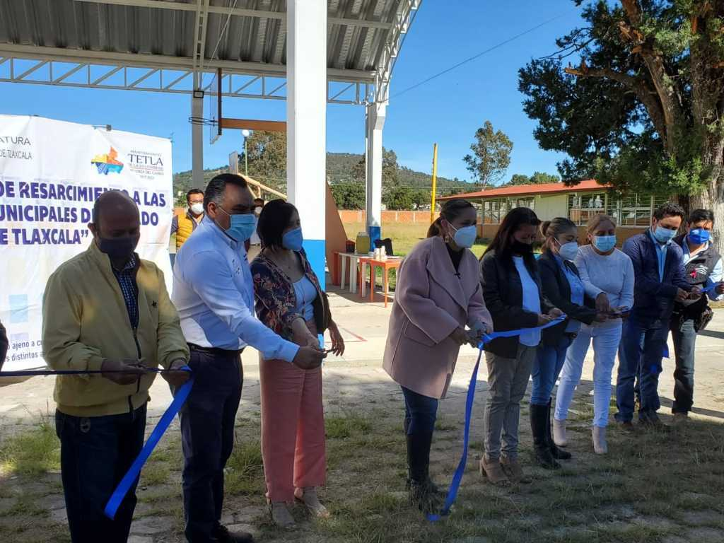 Inaugura Michaelle Brito, techumbre en Secundaria Técnica No. 14, del municipio de Tetla