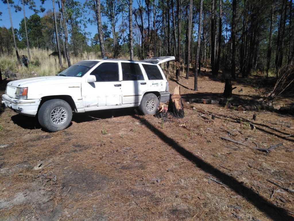 Asegura policía de Ixtenco camioneta con material forestal