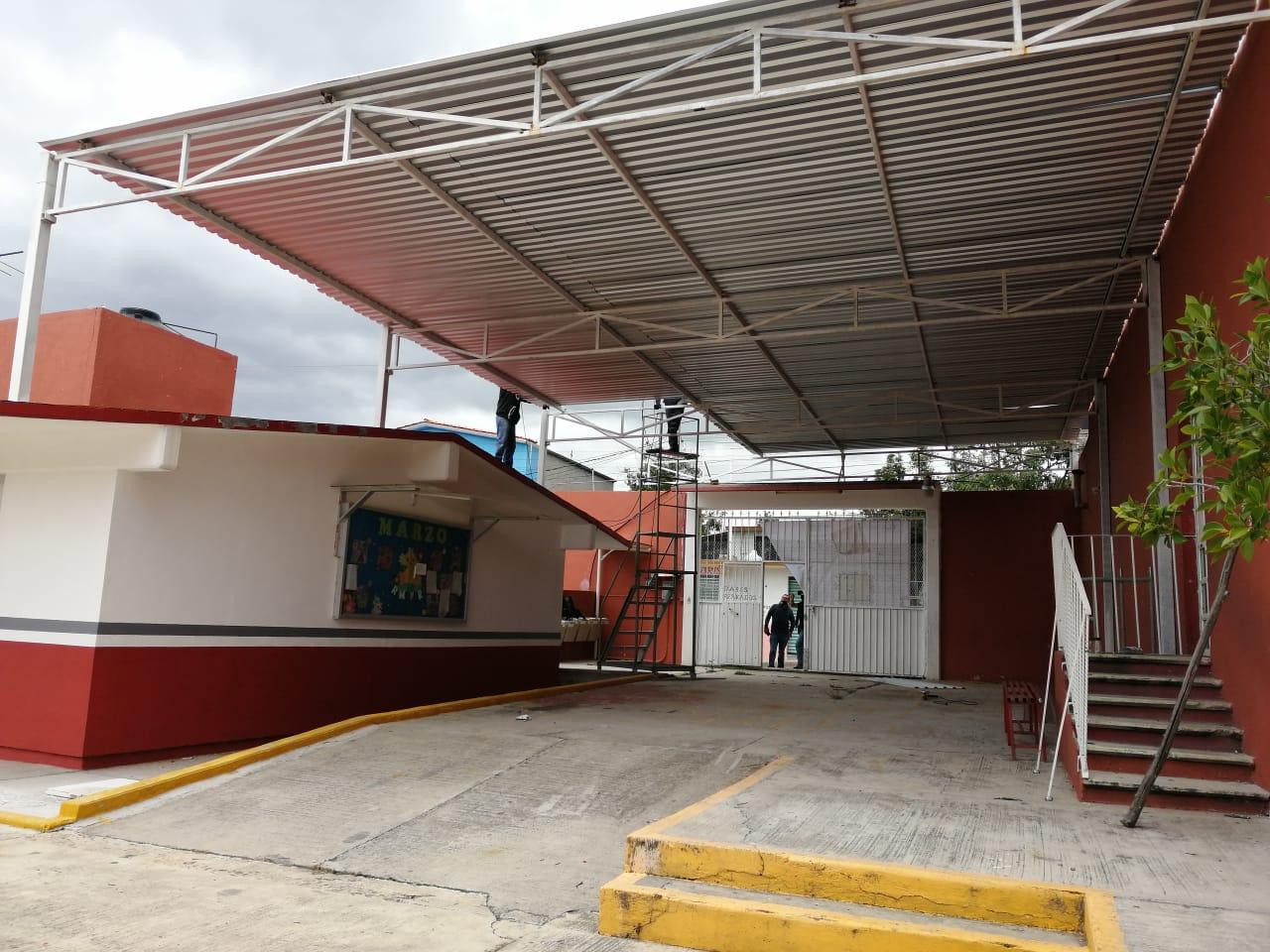 Respalda  alcalde de Totolac necesidad de techumbre en primaria Maxixcatzin
