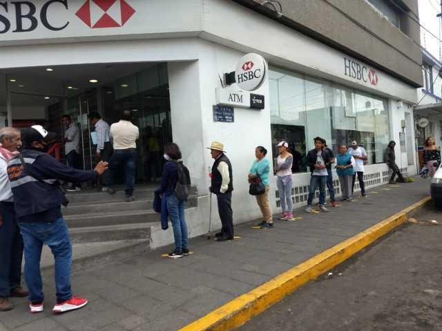 Ayuntamiento de Apizaco refuerza la sana distancia en Bancos