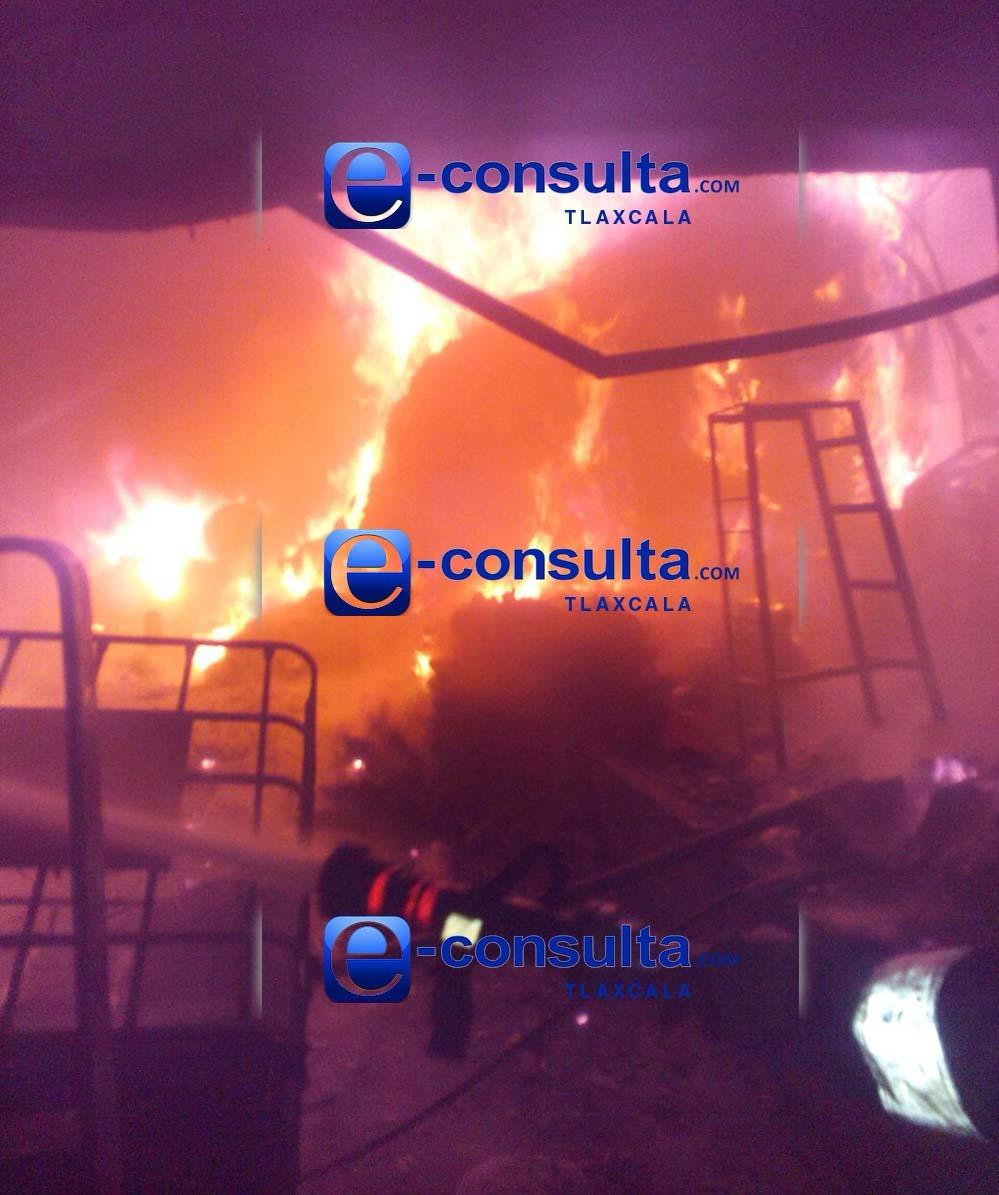 Se incendia fábrica textil en Xicohtzinco