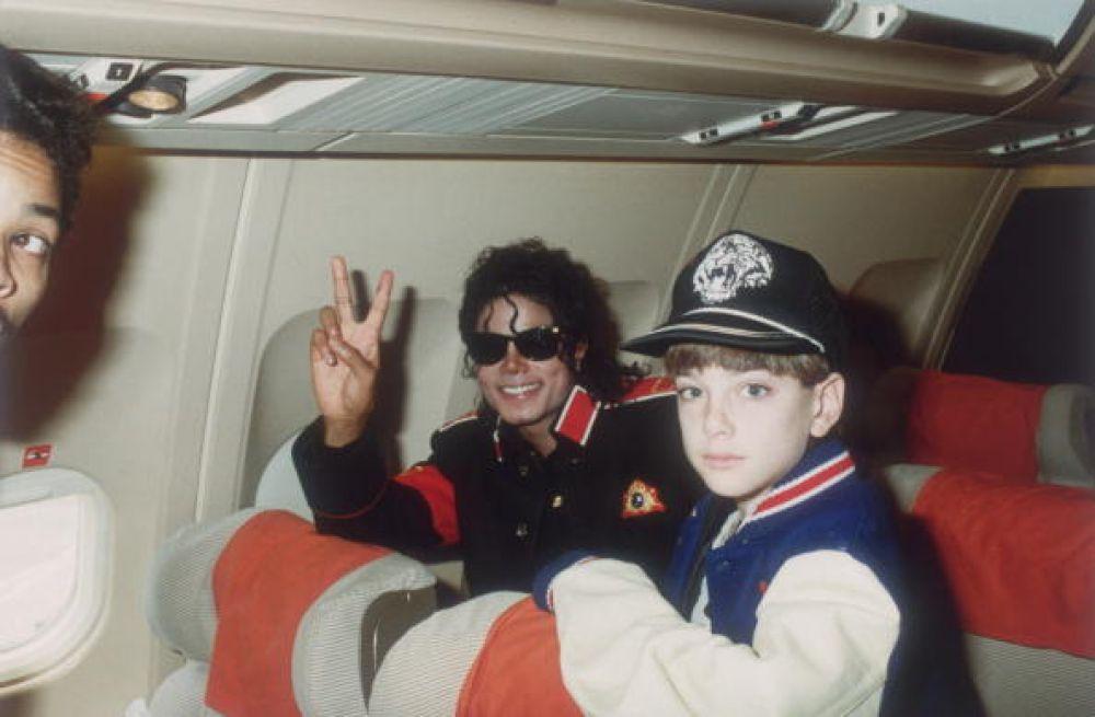 Revelan imágenes donde falleció Michael Jackson aún con drogas, y una muñeca siniestra