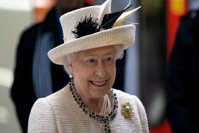 Evacuan palacio en Londres para proteger a la Reina Isabel II del coronavirus