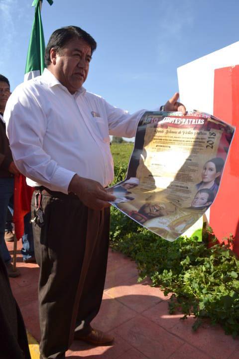 Alcalde encabeza fijación del Bando Solemne y lo entrega a presidentes de comunidad