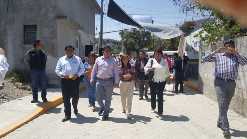 Lorena Cuéllar inaugura y supervisa obras públicas en Totolac