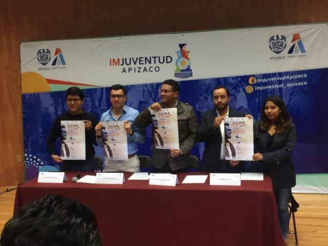 Alcalde de Apizaco ofrece becas en otros países a estudiantes