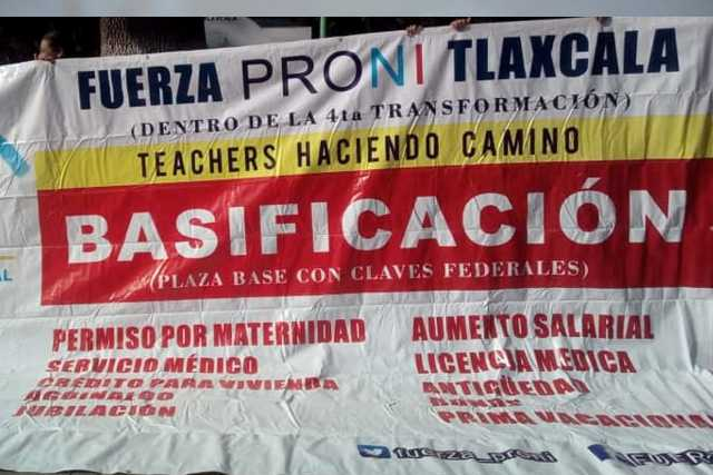 Sin miedo a la pandemia, docentes se manifiestan frente a palacio de gobierno