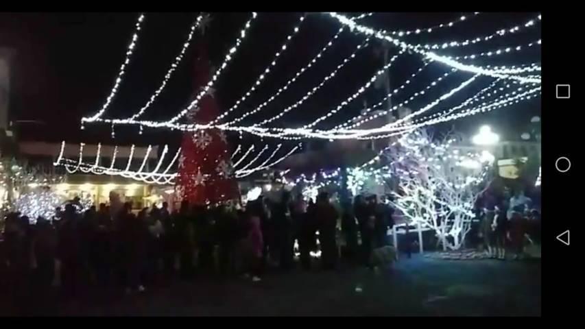 Alcalde encabezo el encendido del Árbol de Navidad y villa navideña