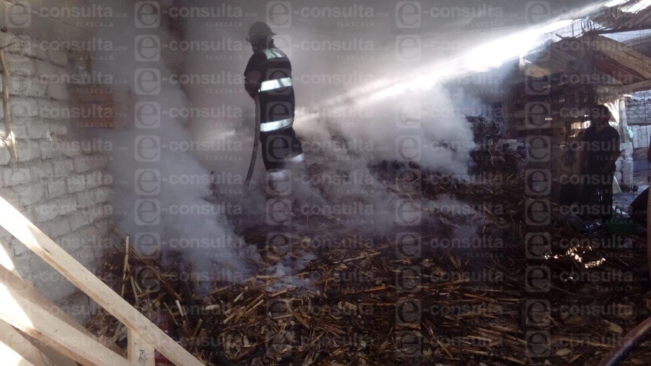 Fuerte incendio en un taller mecánico causa temor entre pobladores de Ixtacuixtla