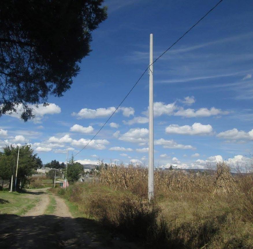 Muñoz Barba amplia red de energía eléctrica a ocho calles más