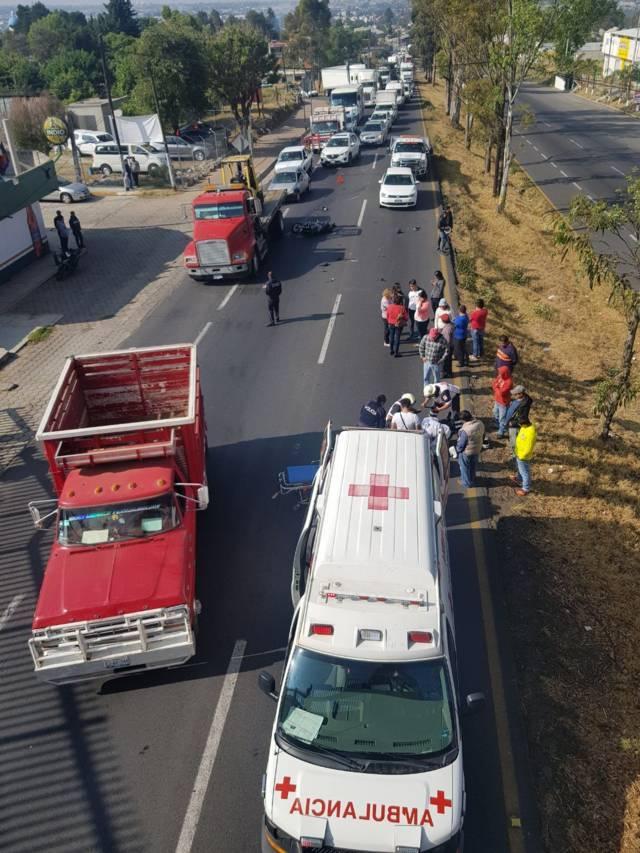 Tráiler arrolla a motociclista sobre la carretera Tlaxcala- Apizaco