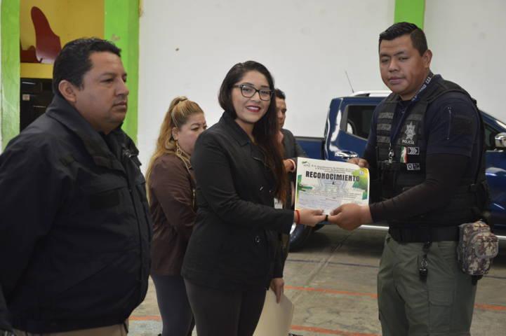 Alcalde reconoce desempeño de 4 policías de seguridad pública