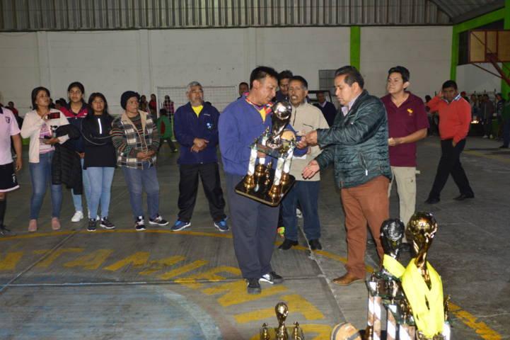 Carin Molina fomenta el deporte con torneo de FUTSAL