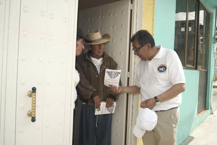 Serafín Ortiz difunde puerta por puerta la propuesta de la buena política