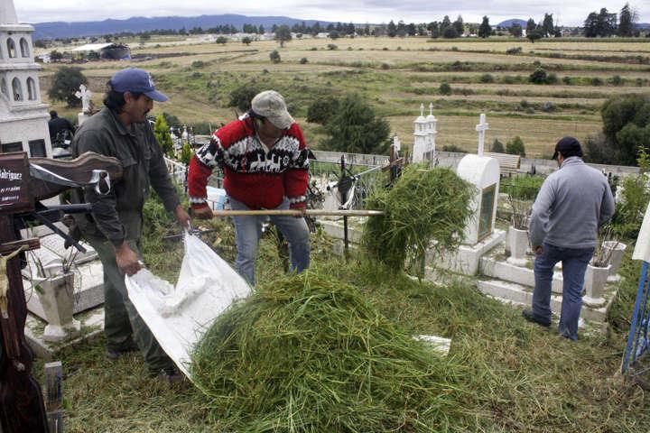 Recibirán panteones de Calpulalpan miles de visitantes por día de muertos