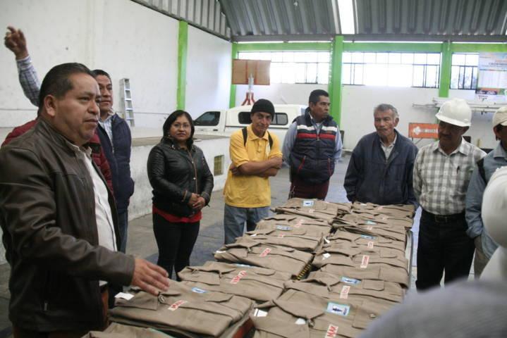 Alcalde mejora la imagen de los trabajadores del Ayuntamiento con uniformes