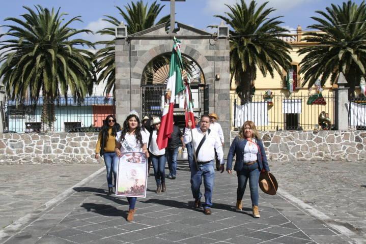 Carin Molina encabeza fijación del Bando Solemne y da inicio al mes patrio