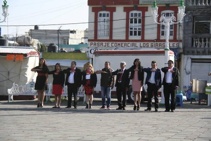 Ayuntamiento se suma al mes patrio realizando homenajes cívicos