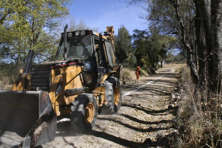 Carín Molina inicia obra de servicio básico en la 1 de mayo por 190 mil pesos