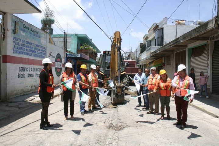 Alcalde mejora la imagen urbana de la calle Guerrero con adoquín