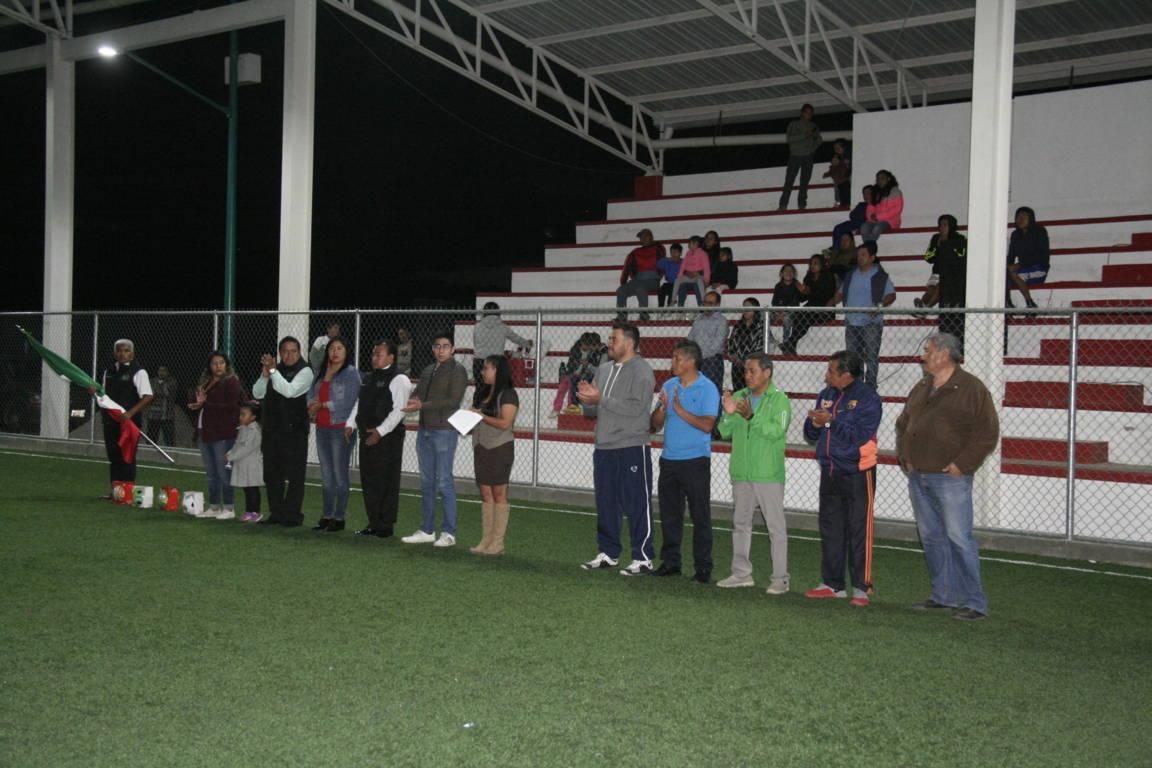 Alcalde impulsa el deporte con liga de fut 7 en la cancha la Frontera