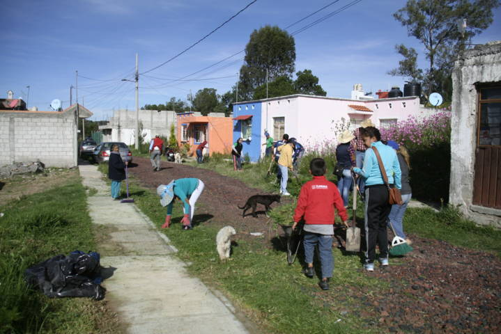 Ayuntamiento y vecinos de la colonia López Mateo realizan faenas de Limpieza