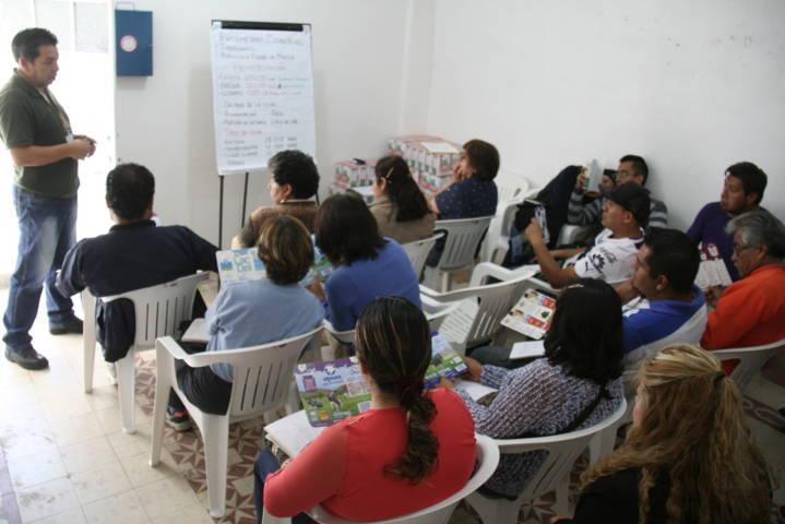 Carin Molina inaugura curso de productos lácteos