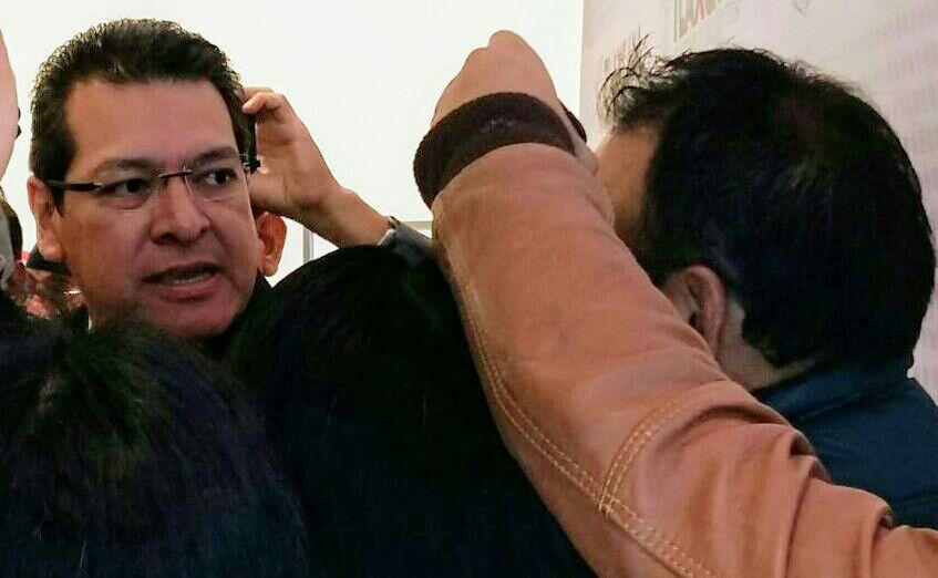No le temblara la mano a Marco Mena para correr a funcionarios del gabinete