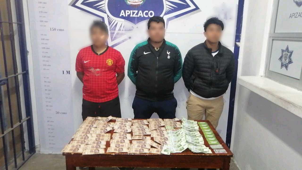 Asegura Policía de Apizaco a tres sujetos por cohecho; ofrecieron 35 mil por no detenerlos