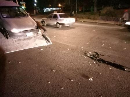 Daños materiales dejan dos accidentes en la capital del estado