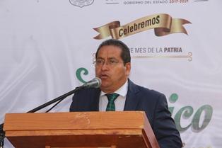 Alcalde de Amaxac encabeza Izamiento de Bandera por el mes patrio