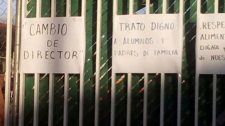 Protestan padres de familia en escuela primaria de Belén