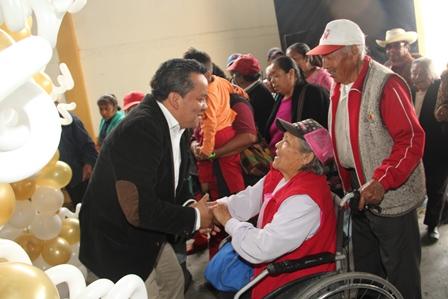 Ayuntamiento de Xaloztoc y SMDIF festejaron a los abuelitos en su día