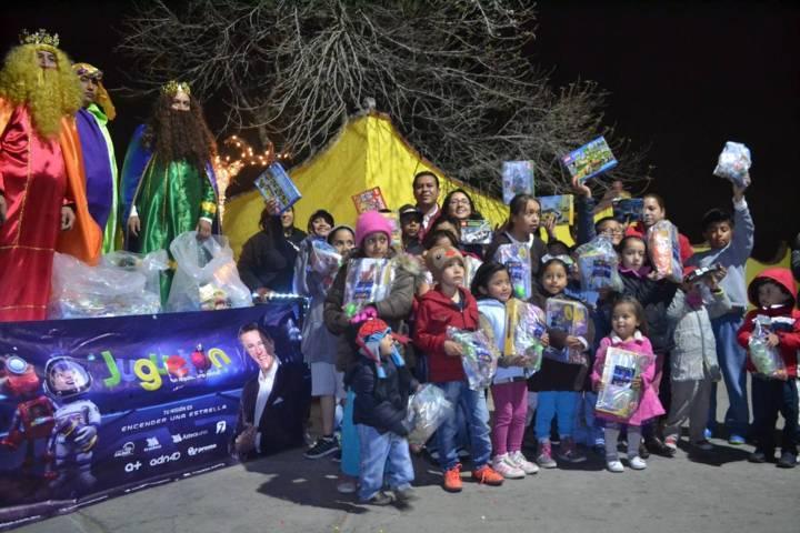 Rivera Mora lleva felicidad a los niños en el día de Reyes Magos