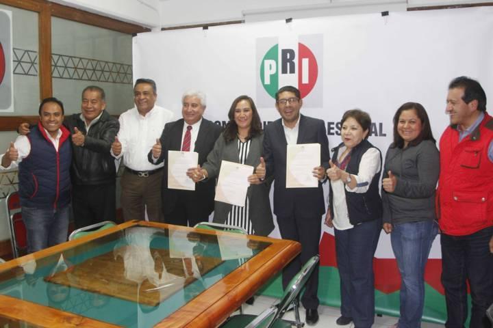 Toman protesta nuevos integrantes del CDE del PRI