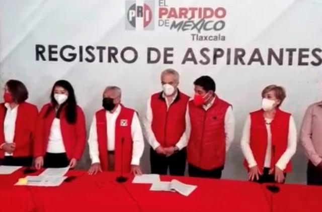 Se registra Anabell Ávalos por el PRI y llama a la unidad