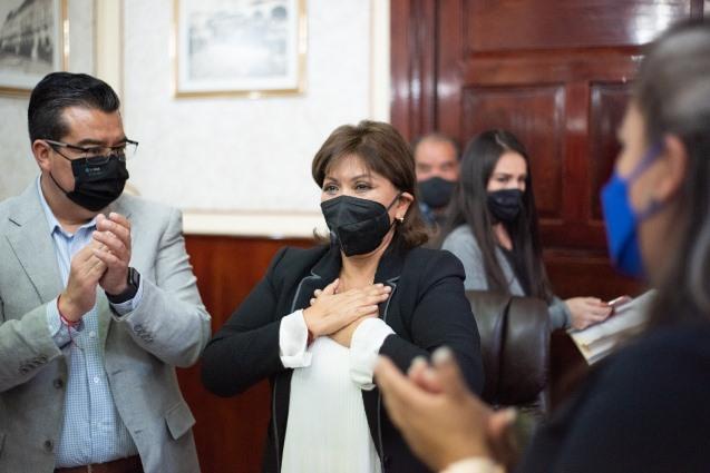 Anabell Ávalos deja cargo de Presidenta Municipal y va por gubernatura