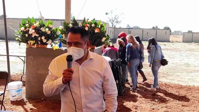 Oscar Pérez El Cabrito entrega el nuevo panteón de Quilehtla