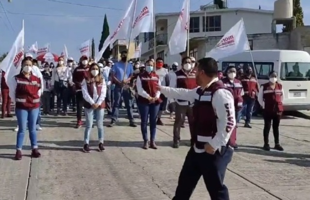 Tachan de ridículo y oportunista a Carlos David, quiere la alcaldía de Apetatitlán