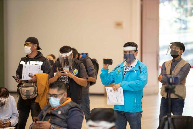 Donan 150 caretas de protección para reporteros de la fuente estatal