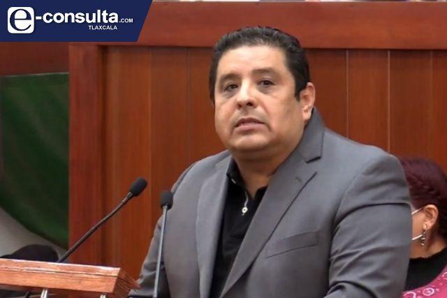 Marco Mena debe gobernar y dejar de ser jefe de campaña del PRIAN