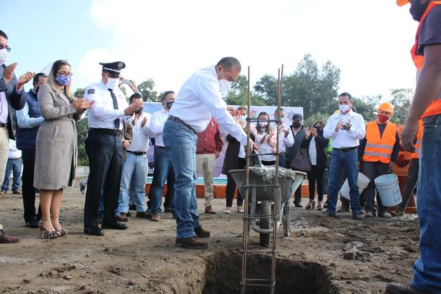 Héctor Domínguez cumple compromiso de construir nueva comisaría